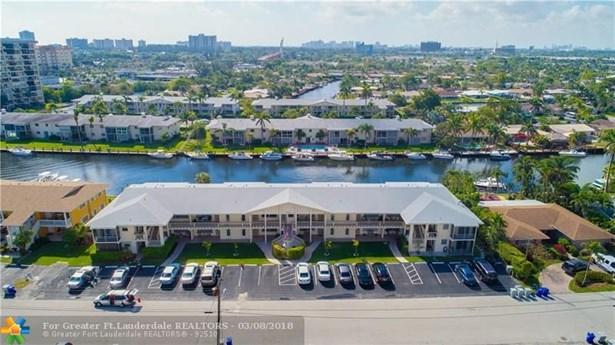 Condo/Co-op/Villa/Townhouse - Pompano Beach, FL (photo 4)