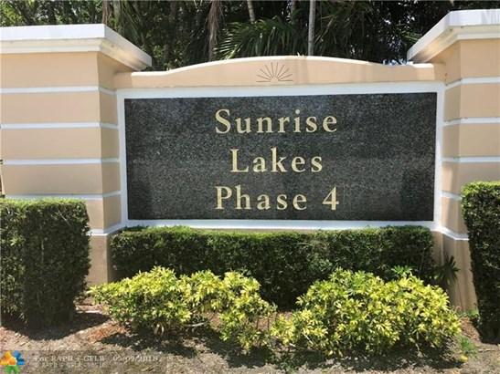 Condo/Co-op/Villa/Townhouse - Sunrise, FL (photo 1)