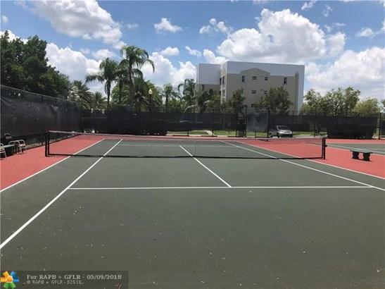 Condo/Co-op/Villa/Townhouse - Sunrise, FL (photo 3)
