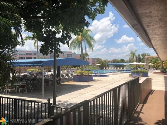 Condo/Co-op/Villa/Townhouse - Sunrise, FL (photo 4)