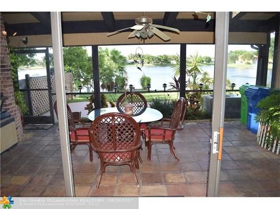 Condo/Co-op/Villa/Townhouse - Sunrise, FL (photo 5)