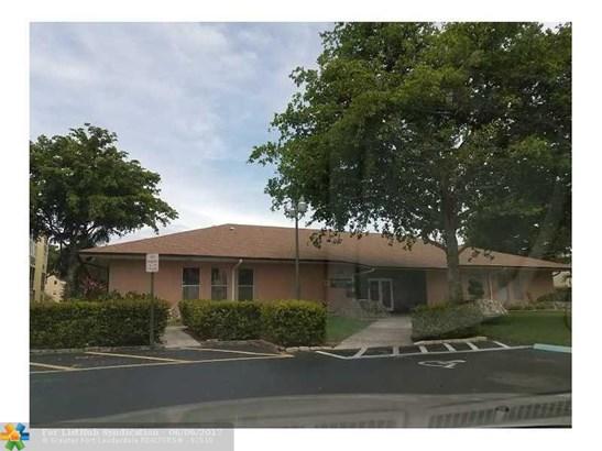 Condo/Co-op/Villa/Townhouse - Lauderdale Lakes, FL (photo 2)