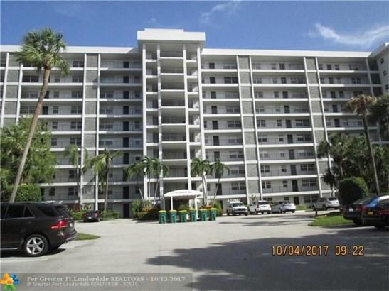 Condo/Co-op/Villa/Townhouse - Pompano Beach, FL (photo 1)