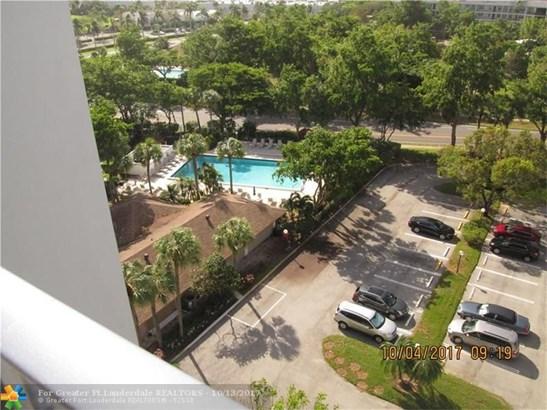Condo/Co-op/Villa/Townhouse - Pompano Beach, FL (photo 2)