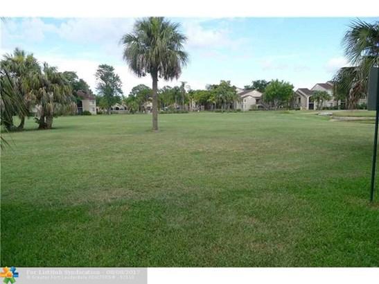 Condo/Co-Op/Villa/Townhouse, Townhouse Fee Simple - Margate, FL (photo 2)