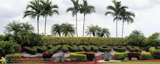 Condo/Co-op/Villa/Townhouse - Coconut Creek, FL (photo 2)