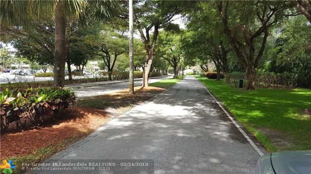 Condo/Co-op/Villa/Townhouse - Coconut Creek, FL (photo 3)