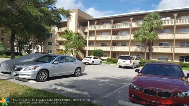 Condo/Co-op/Villa/Townhouse - Coconut Creek, FL (photo 5)