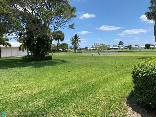 Condo/Co-op/Villa/Townhouse - Boynton Beach, FL