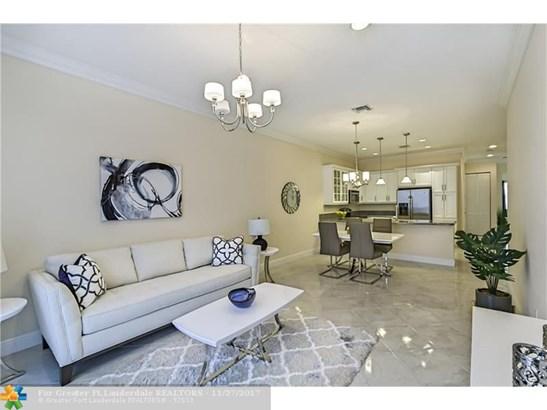 Condo/Co-op/Villa/Townhouse - Delray Beach, FL (photo 3)