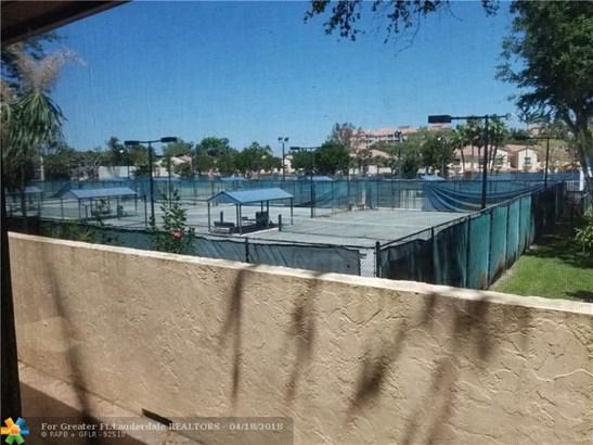 Condo/Co-op/Villa/Townhouse - Deerfield Beach, FL (photo 1)