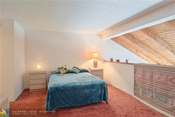 Condo/Co-op/Villa/Townhouse - Pembroke Pines, FL (photo 5)