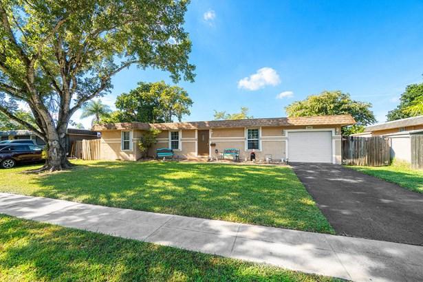 Single Family Detached, Ranch - Tamarac, FL