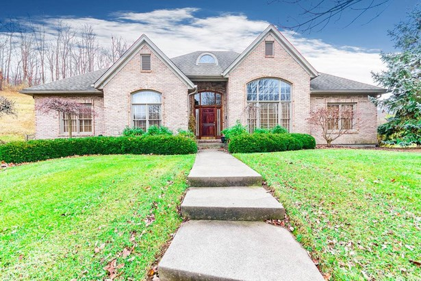 Transitional, Single Family Residence - Colerain Twp, OH (photo 1)