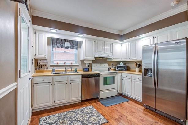 Cape Cod, Single Family Residence - Colerain Twp, OH (photo 4)