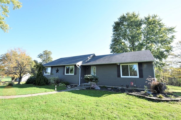 Single Family Residence, Ranch - Morgan Twp, OH (photo 1)