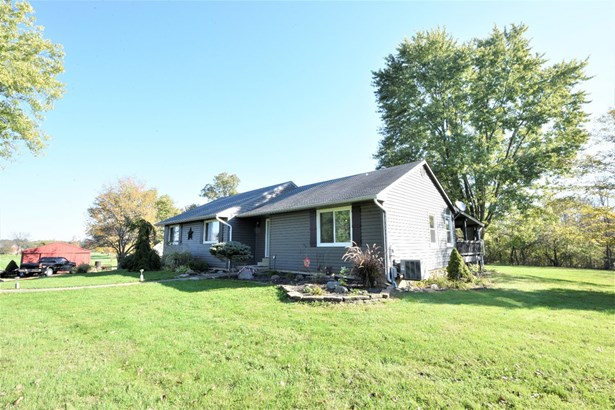 Single Family Residence, Ranch - Morgan Twp, OH (photo 2)
