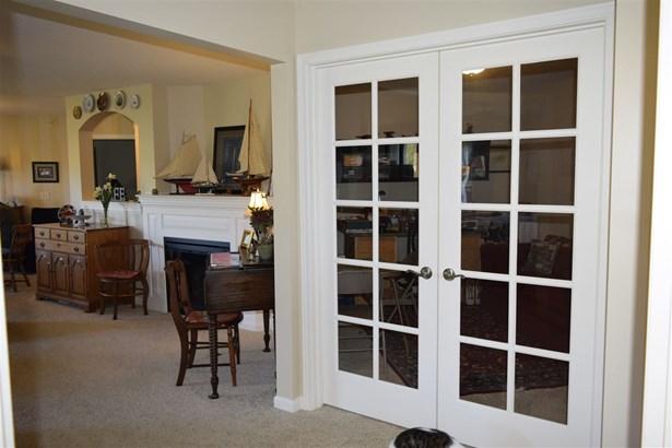 Condominium,Single Family Attached, Traditional - Covington, KY (photo 4)