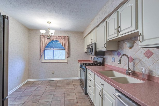 Transitional, Single Family Residence - Springfield Twp., OH (photo 4)