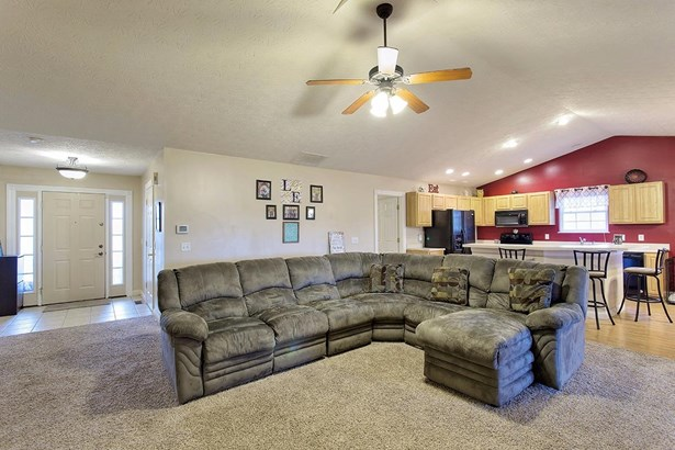 Transitional, Single Family Residence - Mt Orab, OH (photo 2)
