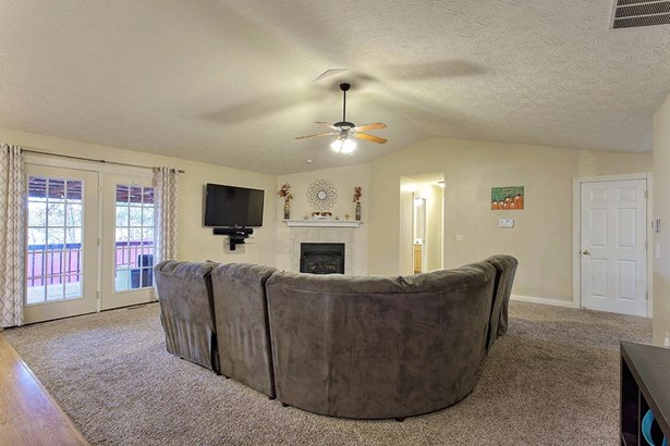 Transitional, Single Family Residence - Mt Orab, OH (photo 3)