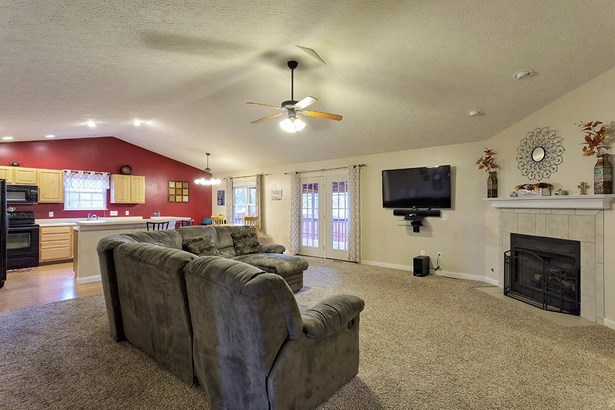 Transitional, Single Family Residence - Mt Orab, OH (photo 5)