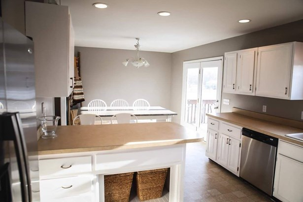 Single Family Residence, Traditional - Jackson Twp, OH (photo 4)