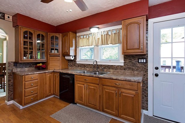 Cape Cod, Single Family Residence - Bethel, OH (photo 2)