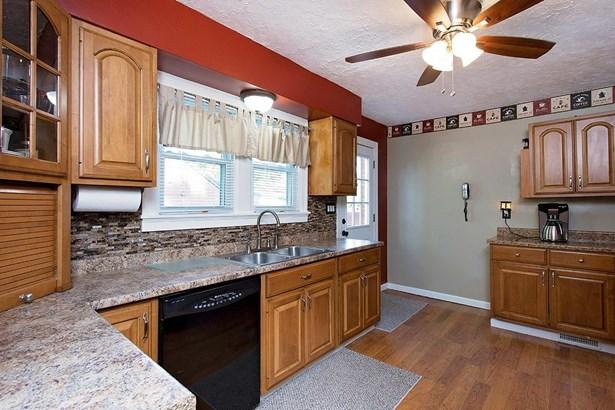 Cape Cod, Single Family Residence - Bethel, OH (photo 3)
