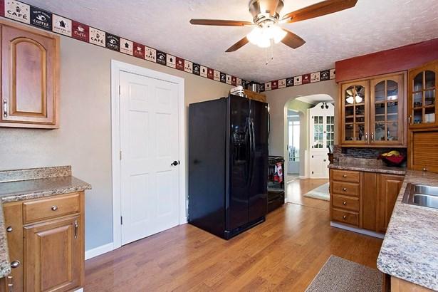Cape Cod, Single Family Residence - Bethel, OH (photo 4)