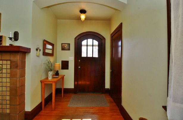 Single Family Residence, Craftsman/Bungalow - Cheviot, OH (photo 3)