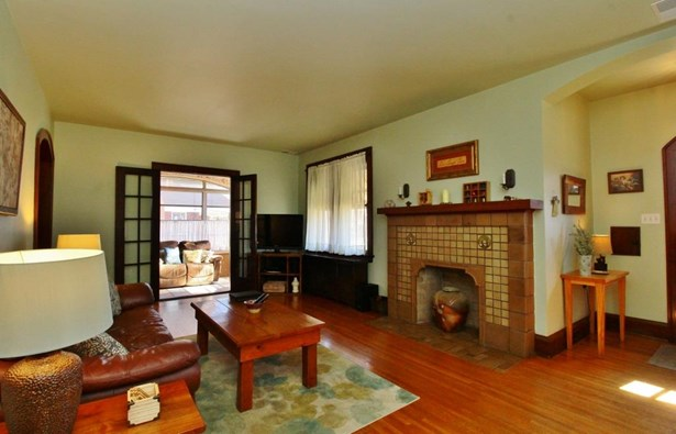 Single Family Residence, Craftsman/Bungalow - Cheviot, OH (photo 4)