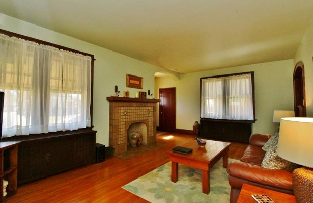 Single Family Residence, Craftsman/Bungalow - Cheviot, OH (photo 5)