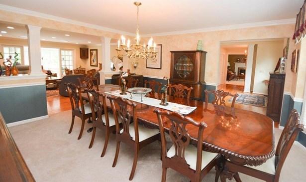 Single Family Residence, Colonial - Hamilton Twp, OH (photo 3)
