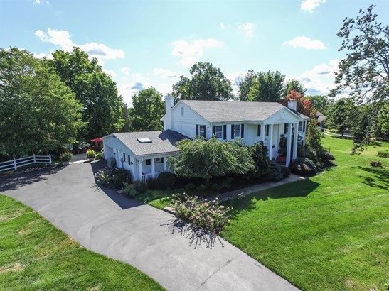 Single Family Residence, Colonial - Hamilton Twp, OH (photo 4)