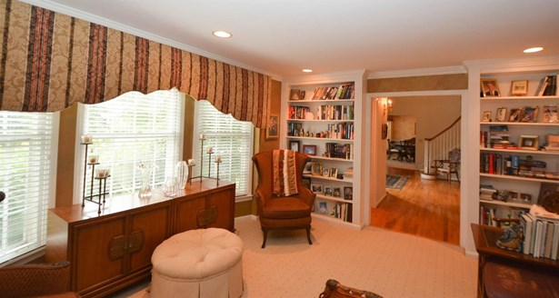 Single Family Residence, Colonial - Hamilton Twp, OH (photo 5)