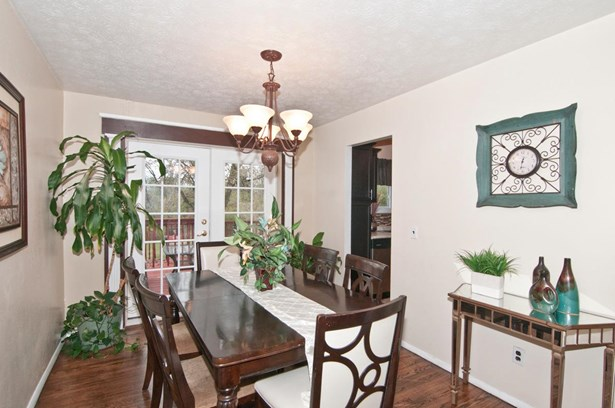 Single Family Residence, Colonial - Colerain Twp, OH (photo 5)