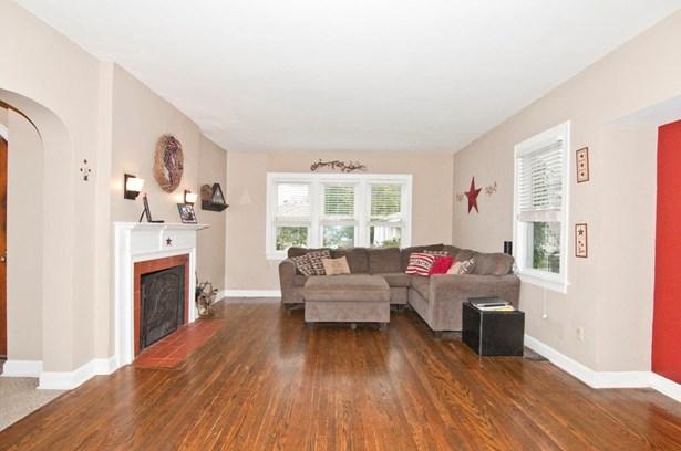 Cape Cod, Single Family Residence - Fairfax, OH (photo 3)