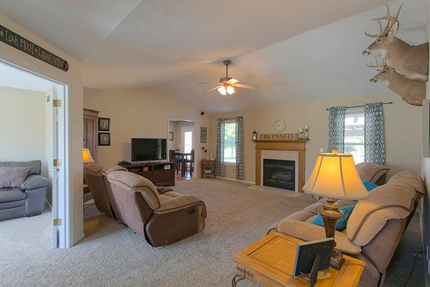 Ranch,Traditional, Single Family Residence - Bethel, OH (photo 3)