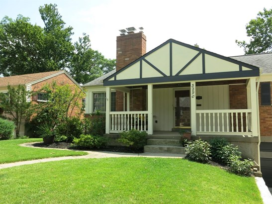 Single Family Residence, Ranch - Cincinnati, OH (photo 2)