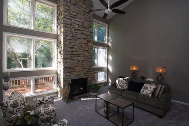 Transitional, Single Family Residence - Evendale, OH (photo 5)