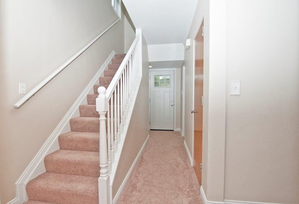 Single Family Residence, Traditional - Greenhills, OH (photo 3)