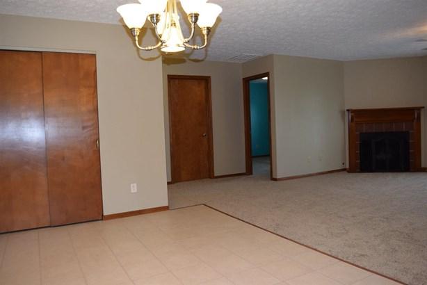 Single Family Residence, Ranch - Monroe, OH (photo 5)