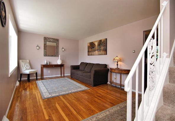 Single Family Residence, Traditional - Green Twp, OH (photo 5)