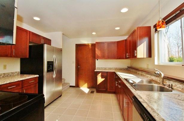 Single Family Residence, Contemporary/Modern - Washington Twp, OH (photo 5)