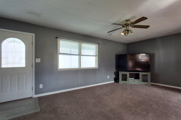 Ranch,Traditional, Single Family Residence - Franklin Twp, OH (photo 3)