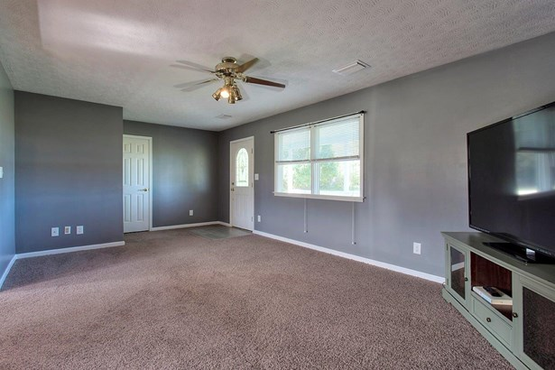 Ranch,Traditional, Single Family Residence - Franklin Twp, OH (photo 4)