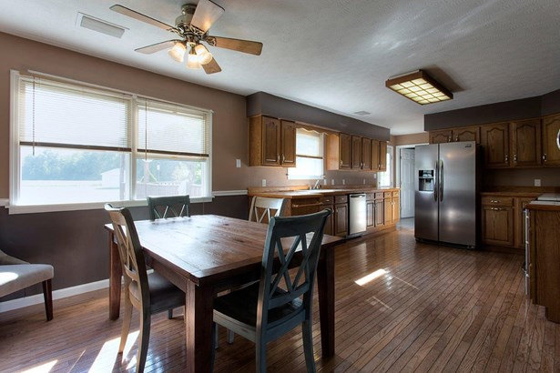 Single Family Residence, Traditional,Ranch - Franklin Twp, OH (photo 5)