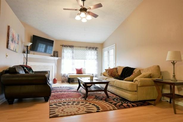 Condominium, Traditional - Colerain Twp, OH (photo 5)