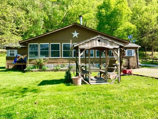 Single Family Residence, Traditional - Huntington Twp, OH (photo 2)